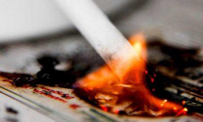 Непотушенная сигарета - источник пожара!